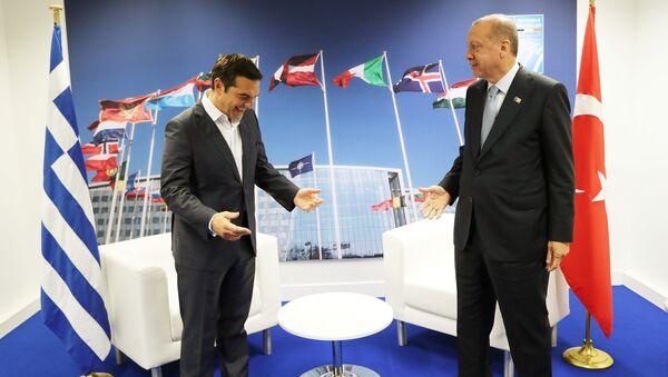 NATO zirvesinin 2. gününde Çipras-Erdoğan buluşmasında samimi pozlar verildi - Sputnik Türkiye
