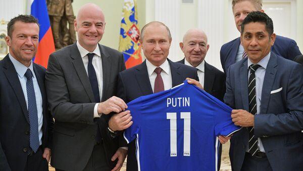 Rusya Devlet Başkanı Vladimir Putin-FIFA Başkanı Gianni Infantino - Sputnik Türkiye