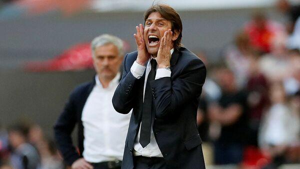 İngiltere Premier Lig ekibi Chelsea'nin yolları ayıdıkları Antonio Conte - Sputnik Türkiye