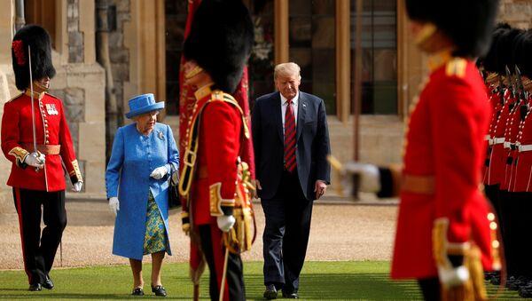 Donald Trump 13 Temmuz 2018'de Kraliçe Elizabeth tarafından Windsor Kalesi'nde ağırlandı. - Sputnik Türkiye