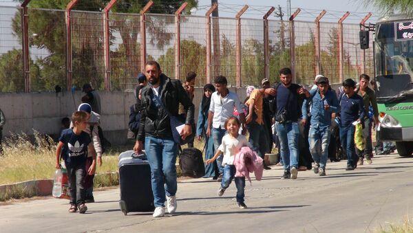 Bayram ziyaretine giden 40 bini aşkın Suriyeli döndü - Sputnik Türkiye