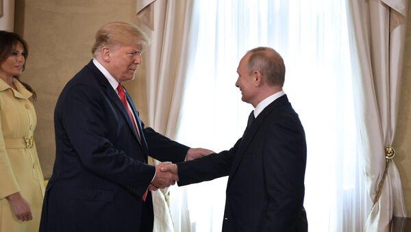 Melania Trump- Donald Trump- Vladimir Putin - Sputnik Türkiye