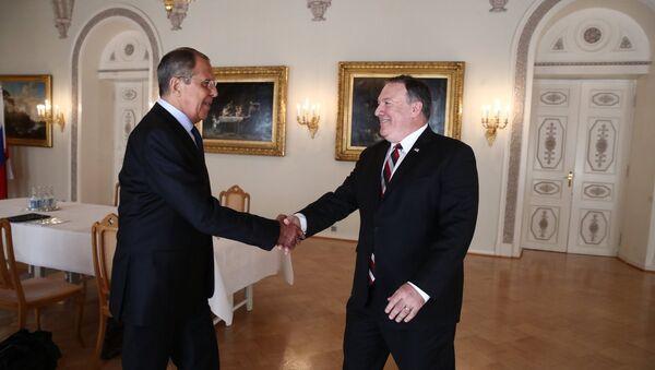 Lavrov ile Pompeo, ilk yüz yüze görüşmelerini gerçekleştirdi - Sputnik Türkiye