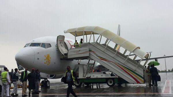 Etiyopya ve Eritre arasında yaklaşık 1 buçuk ay önce yeniden barış sürecine girilmesinin ardından Etiyopya Havayolları başkent Addis Ababa'dan Eritre'nin başkenti Asmara'ya ilk ticari uçuşunu gerçekleştirdi. 20 yıl sonra yapılan ilk ticari uçuş için yapılan törende konuşan Etiyopya Havayolları Başkanı Tewolde GebreMariam Bugün Eritre ve Etiyopya'nın tarihinde özgün bir olay yaşandı ifadesini kullandı. Tewolde 15 dakika arayla Eritre'ye 2 uçuş yapıldığını belirterek Aynı zamanda iki uşuşun gerçekleşmesi insanların bu konudaki hevesini gösteriyor dedi. - Sputnik Türkiye