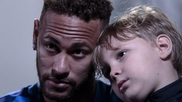 Neymar, oğlu Davi Lucca ile birlikte Neymar Gençlik Projesi Enstitüsü'nde AFP'ye röportaj verdi. - Sputnik Türkiye