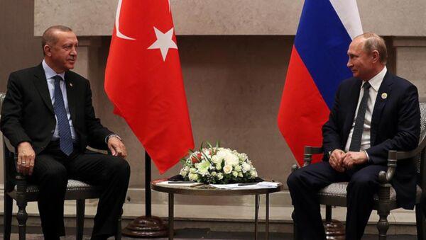 Erdoğan'ın, Putin ile BRICS zirvesindeki görüşmesi başladı: Aramızdaki dayanışma birilerini kıskandırıyor - Sputnik Türkiye