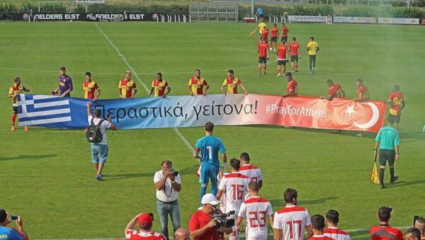 Göztepe'den anlamlı pankart - Sputnik Türkiye