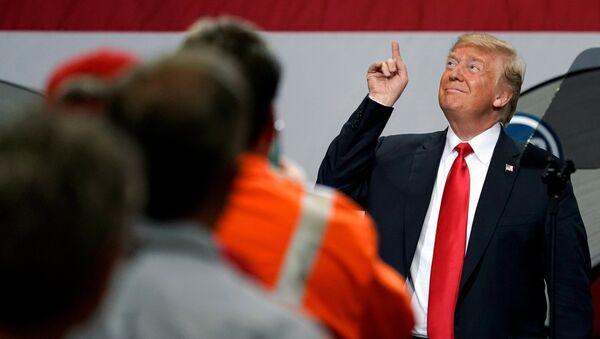 Donald Trump Granite City'de çeliş işçilerine seslendi. - Sputnik Türkiye