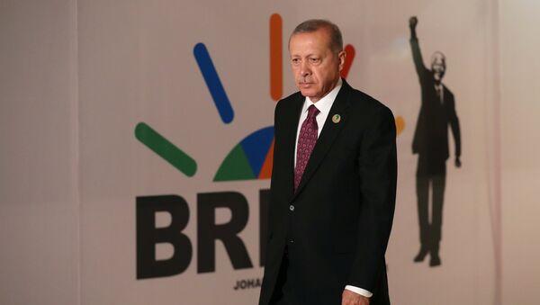 Erdoğan, Mandela'nın bağımsızlık lideri olduğu Güney Afrika'daki BRICS zirvesinde - Sputnik Türkiye