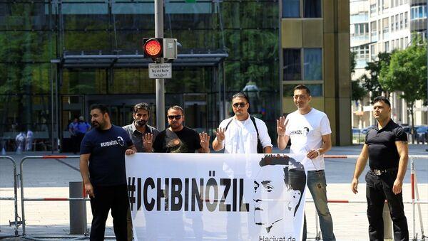 """Almanya'da """"Ben Özil'im"""" gösterisi - Sputnik Türkiye"""