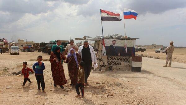 İdlib'deki halkın Rusya yardımıyla dönüşü - Sputnik Türkiye