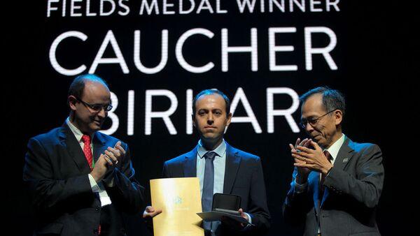 Cambridge Üniversitesi'nde profesör olarak görev yapan ve matematiğin Nobel'i olarak bilinen Fields Madalyasına layık görülen Kürt bilim insanı Koçer Birkar (Caucher Birkar) - Sputnik Türkiye