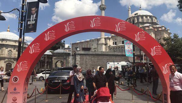 Laleli Sanayici ve İşadamları Derneği (LASİAD) tarafından bu yıl yedincisi düzenlenen Laleli Fashion Shopping Festival - Sputnik Türkiye