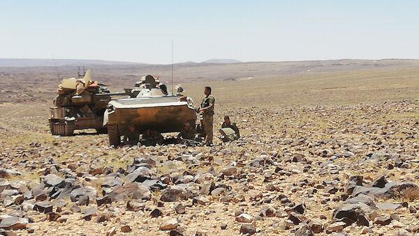 Suriye ordusu Süveyde çölünde teröristlerle savaşiyor - Sputnik Türkiye