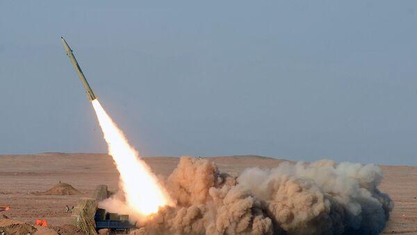 İran'ın kısa menzilli balistik füzesi 'Fateh' - Sputnik Türkiye