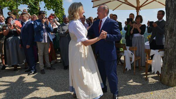 Avusturya Dışişleri Bakanı Karin Kneissl'ın düğününe katılan Putin - Sputnik Türkiye