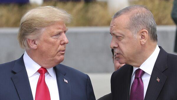 Donald Trump, presindente de EEUU, y Recep Tayyip Erdogan, presidente de Turquía - Sputnik Türkiye