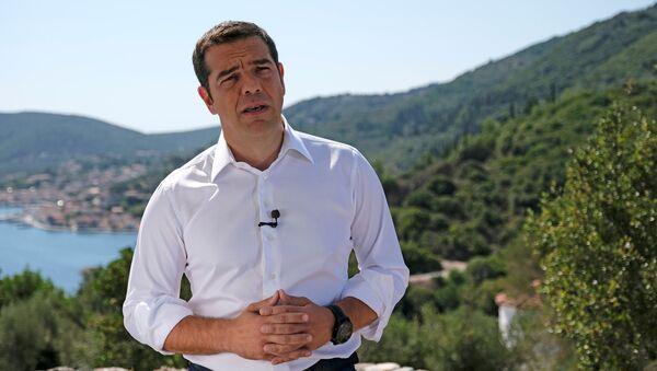 Odysseia'ya atıfla İthaka'ya giden Yunanistan Başbakanı Aleksis Çipras, kurtarılma döneminin bittiği, yeni bir dönemin başladığına dair halka sesleniş konuşması yaptı. - Sputnik Türkiye