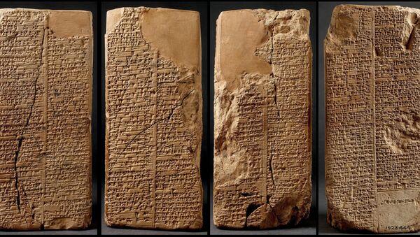 Dünya üzerinde ilk yazıyı MÖ.3300'lü yıllarda bulan Sümerlerin çivi yazısı tabletleri - Sputnik Türkiye