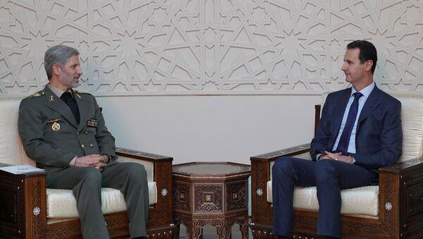 İran Savunma Bakanı Emir Hatemi ve Suriye Devlet Başkanı Beşar Esad - Sputnik Türkiye