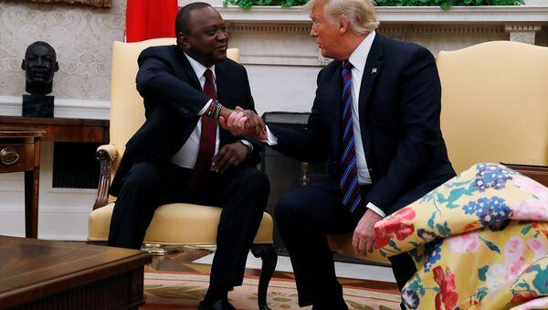 ABD Başkanı Donald Trump ile Kenya Devlet Başkanı Uhuru Kenyatta - Sputnik Türkiye