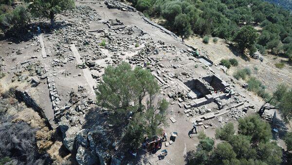 Athena Tapınağı'nın kalıntısı su kuyusundan çıktı: Bizanslılar gömmüş - Sputnik Türkiye