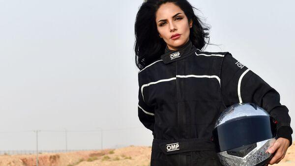 Suudi Arabistan'lı kadın otomobil yarışçısı - Sputnik Türkiye