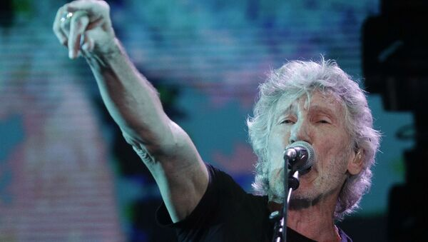 Former member of Pink Floyd, British singer and songwriter Roger Waters performs during his concert of the Us+Them tour in Rome's Circus Maximus, Saturday, July 14, 2018 - Sputnik Türkiye