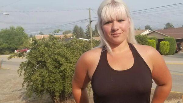 Sütyen takmadığı için işten kovulan kadın işyerine insan hakları davası açtı - Sputnik Türkiye