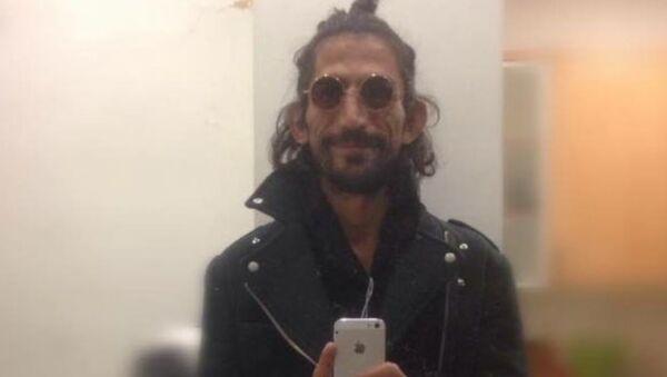 Mizah dergisi sahibi Çağın Türker, uğradığı yumruklu saldırı sonrası hayatını kaybetti - Sputnik Türkiye