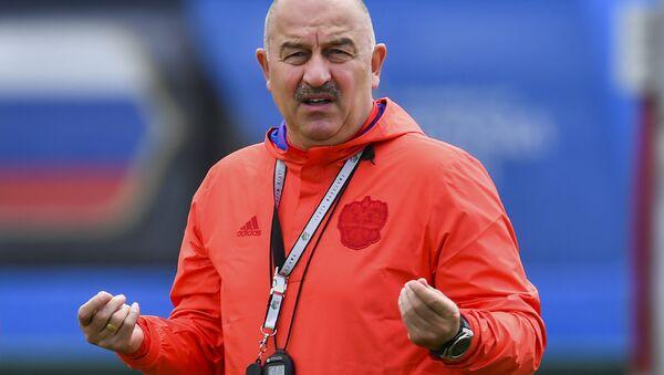 Rus milli takımından teknik direktör Çerçesov'a doğum gününde bıyıklı sürpriz - Sputnik Türkiye