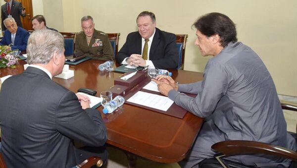 Pakistan Başbakanı Imran Han ve ABD Dışişleri Bakanı Mike Pompeo - Sputnik Türkiye