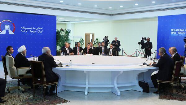Rusya Devlet Başkanı Vladimir Putin, Türkiye Cumhurbaşkanı Recep Tayyip Erdoğan ve İran Cumhurbaşkanı Hasan Ruhani - Sputnik Türkiye