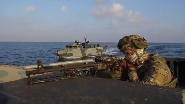 Rusya Silahlı Kuvvetleri'nin Akdeniz'deki tatbikatından etkileyici görüntüler - Sputnik Türkiye