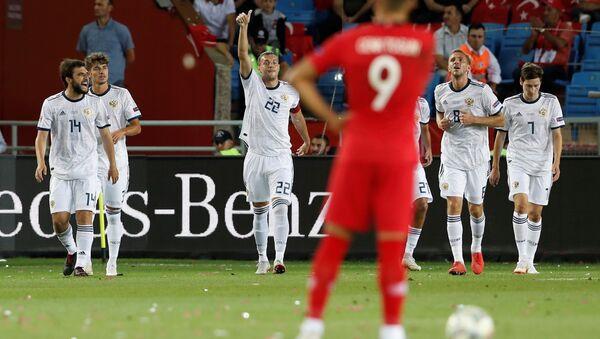 Rus Milli Futbol Takımı'nın oyuncusu Denis Çerişev ilk golü atan isim oldu - Sputnik Türkiye