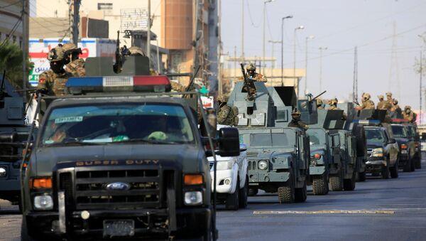 Basra sokaklarında Irak ordusunun acil müdahale güçleri ve Haşdi Şabi devriye geziyor. - Sputnik Türkiye