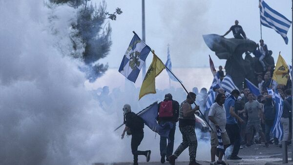 """Yunanistan'ın Selanik kentinde Makedonya ile yapılan """"isim anlaşmasını"""" protesto eden göstericiler ve polis arasında arbede yaşandı - Sputnik Türkiye"""