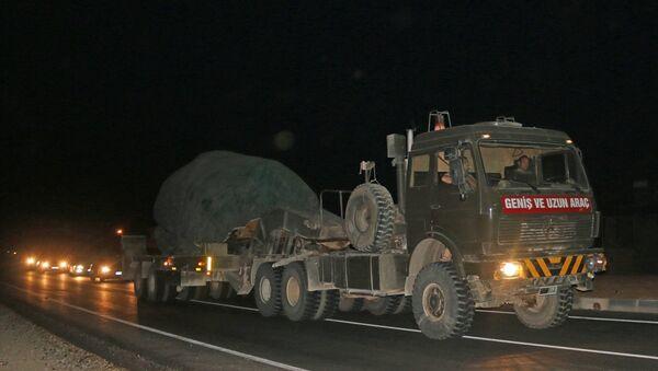 Suriye sınırındaki birliklere takviye olarak gönderilen askeri araçlar Hatay'a ulaştı. - Sputnik Türkiye