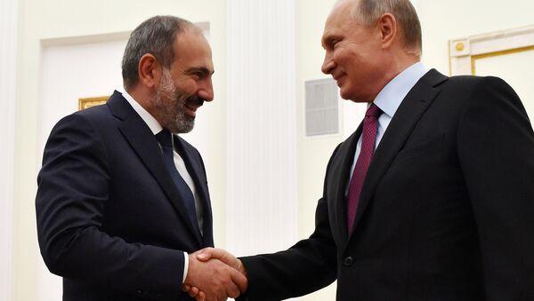 Ermenistan Başbakanı Nikol Paşinyan ve Rusya Devlet Başkanı Vladimir Putin - Sputnik Türkiye