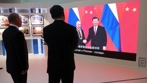 Çin Devlet Başkanı Şi Cinping ile Rusya Devlet Başkanı Vladimir Putin - Sputnik Türkiye