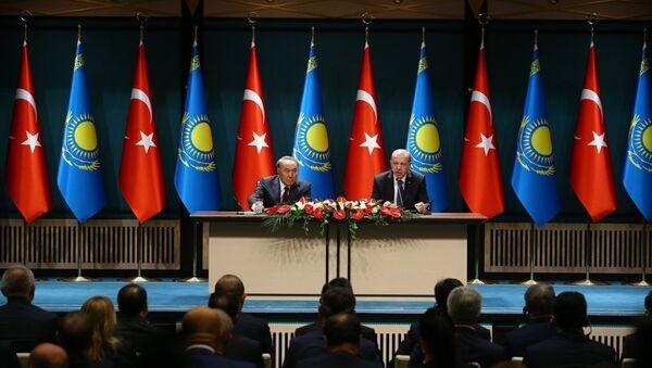 Türkiye Cumhurbaşkanı Recep Tayyip Erdoğan ile Kazakistan Devlet Başkanı Nursultan Nazarbayev - Sputnik Türkiye