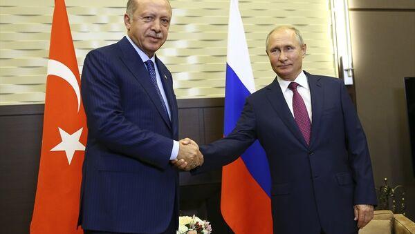 Rusya Devlet Başkanı Vladimir Putin ile Türkiye Cumhurbaşkanı Recep Tayyip Erdoğan Soçi'de  - Sputnik Türkiye
