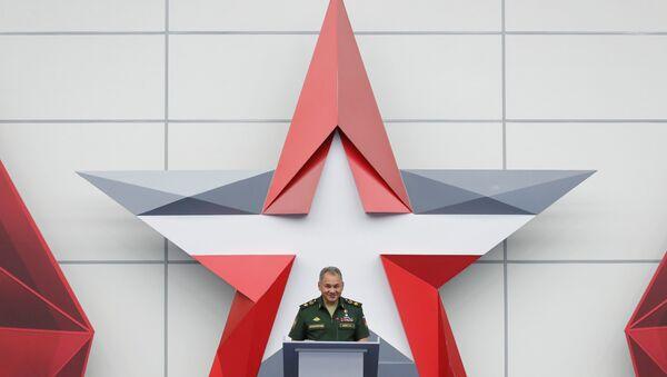 Sergey Şoygu Moskova'da düzenlenen uluslararası askeri teknik forum 'ARMY'de konuşma yaparken - Sputnik Türkiye