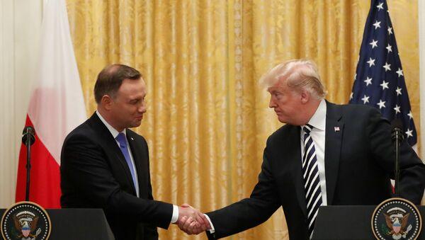Polonya, ABD'den topraklarında kalıcı üs kurmasını istedi: İsmini 'Trump kalesi' koyarız - Sputnik Türkiye