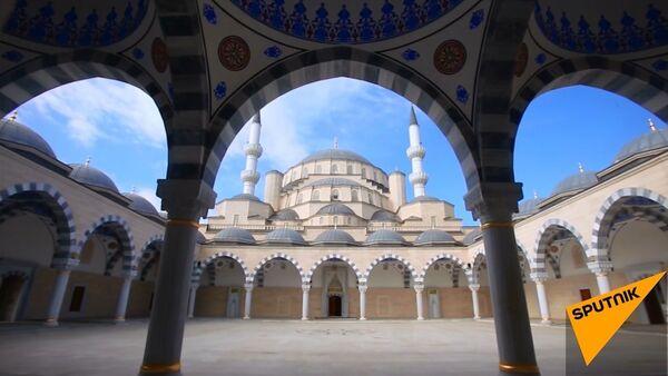 Kırgızistan'ın en büyük camisi - Sputnik Türkiye
