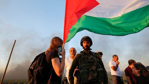 Gazze'ye destek eylemine katılan İsrailli aktivist Neta Golan, Filistin halkının topraklarına geri dönmesinin en doğal hakkı olduğunu söyledi. - Sputnik Türkiye