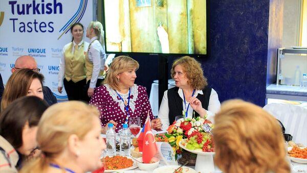 Ruslar Türk lezzetleriyle buluştu - Sputnik Türkiye