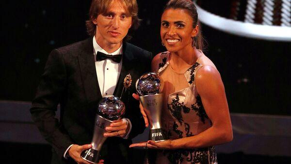 Futbolda yılın en iyileri seçildi: Erkeklerde Modric, kadınlarda Marta - Sputnik Türkiye