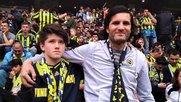 İsmail Devrim oğlu ile birlikte - Sputnik Türkiye