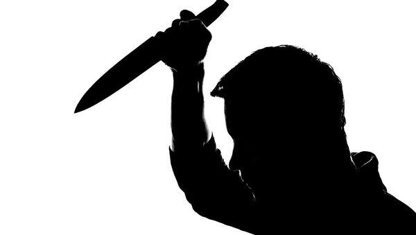 A man holding a knife - Sputnik Türkiye